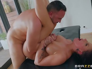 Busty milf deals bushwa correspondent to she's a pro